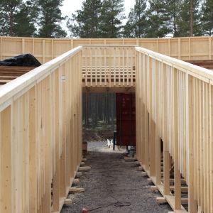 Scenbygget pågår för fullt i Harparskog.