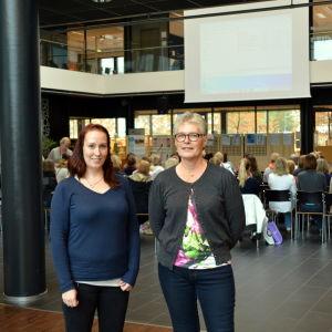 Två deltagare på nylands omvårdnadsdag
