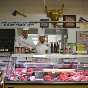 Tom Ahlberg och Kenneth Lilja i köttbutiken Herek i Borgå 28.10.16