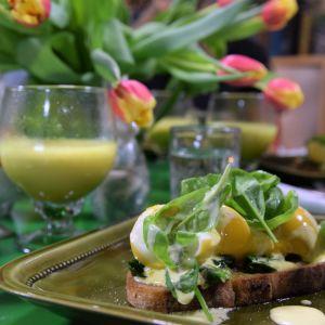 Lyxmacka med ägg och grönsakscappucchino