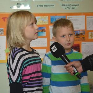 Venny Nyström och Jim Lindqvist intervjuas i God morgon Västnyland.