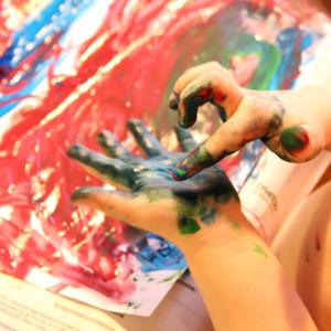 Färdigheter med fingerfärg.