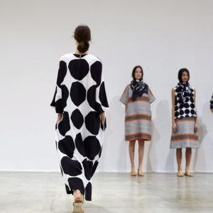 Marimekkos kollektion på modeveckan i Paris i oktober 2015