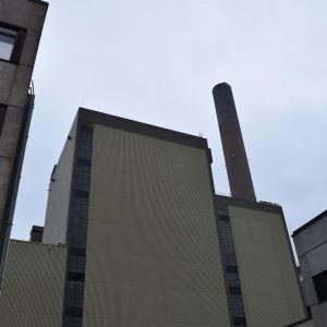 Enhet 1 vid kolkraftverket i Ingå. Innanför finns den jättelika kolpannan.