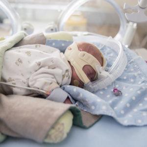 Lastenklinikka keskosten tehohoito
