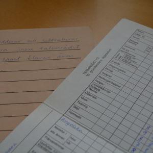 Verbalt betyg och sifferbetyg från grundskolan.