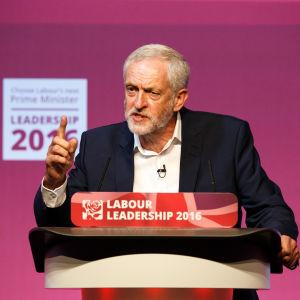 Labourledaren Jeremy Corbyn fick ännu mer röster i år än ifjol då han valdes till det brittiska Arbetarpartiets ledare