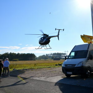 Helikopter landar.