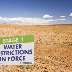 Skylt: vattenransonering i Marocko