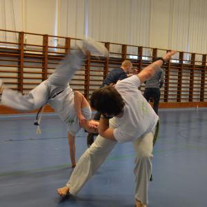 Capoeira är en kombination av dans och kampsport.