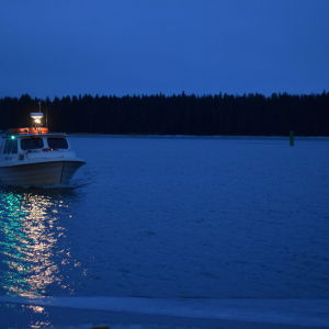 Taxibåt i gryningen