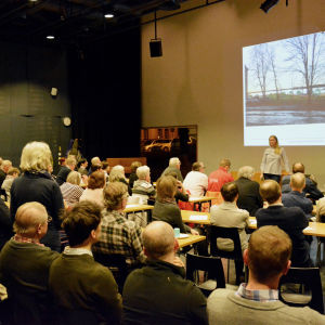 Många hade frågor på mötet om Fiskstranden i Vasa.