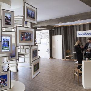 Facebooks monter på världsekonomiskt forum i Davos i januari 2017.