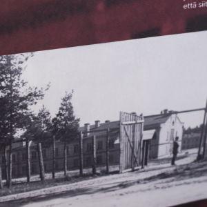 Historisk bild på kasernbyggnaderna i Dragsvik.