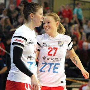 Linda Cainberg och Johanna Hilli.