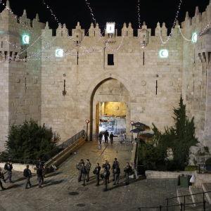 En kvinnlig israelisk polis och tre palestinier dödades i attacken vid Damaskus porten i Gamla staden i Jerusalem