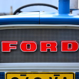 Fronten på en Ford traktor