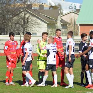 FF Jaro och FC Haka delade på poängen, 8.5.2016.