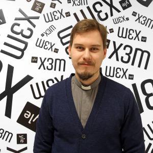 Prästen Linus Stråhlman besöker X3M.