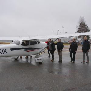 Några av eleverna på flyglinjen vid Kronoby gymnasium.