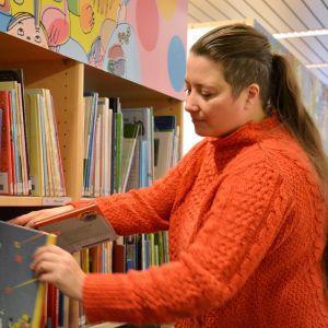 Ninette Bahne lånar gärna böcker från biblioteket.