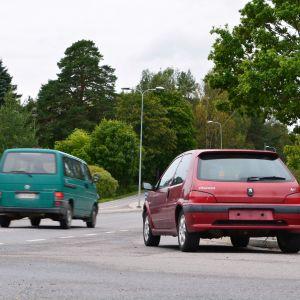 felparkerad bil på tarkisvägen i borgå