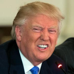 Häpeilemättä valehteleva presidentti Donald Trump järkyttää amerikkalaisia.