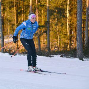 Rebecca Lönnqvist skidar i Kokonterrängen 09.02.17
