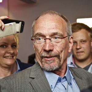 SFP behöll sitt mandat i EU-parlamentet. Nils Torvalds tog den platsen.