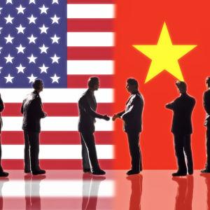 USA:s och Kinas flaggor.