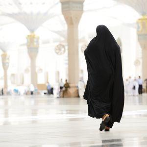 Två kvinnor i Saudiarabien