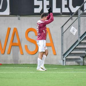 Rafael tackade för sig efter säsongens sista ligamatch i Vasa.