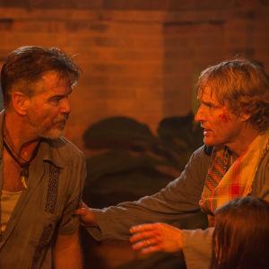 Pierce Brosnan och Owen Wilson spelar tuffa grabbar i No Escape