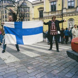 Juhlakulkuetta Helsingissä jääkiekon maailmanmestaruuskisojen jälkeen 1995