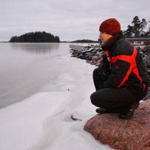 Isforskaren Patrick Eriksson vid Pernåviken.