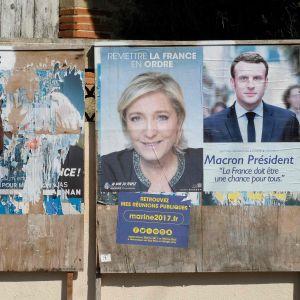 Valaaffischer i Toulouse för Marine Le Pen och Emmauel Macron