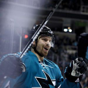 Joonas Donskoi spelar i San Jose Sharks.