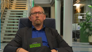 Sven Rollenhagen har skrivit en bok om datorspels beroende