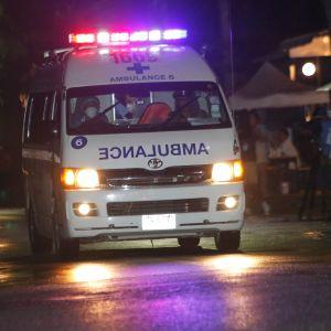 En ambulans anländer till sjukhuset i Chiang Rai.