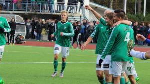 Petter Meyer firar en fullträff i kvalet till division ett 2015.