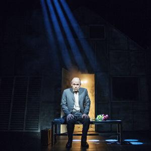 Foto från En man som heter Ove på Svenska Teatern.