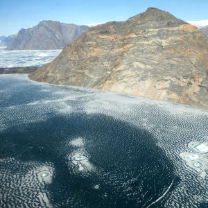 Isarna smältr på Grönland i maj 2016.