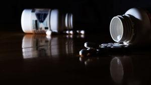 Pillerburkar på bord