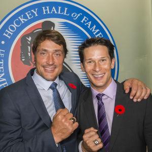 Teemu Selänne och Paul Kariya har firats i NHL.