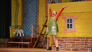 Emma Malm som Pippi Långtstrump i Bruksteaterns uppsättning av Pippi Långtstrump.