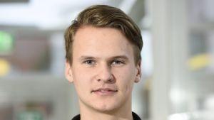 Isak Skog poserar.