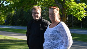Carl-Gustav och Marina Björk väntar på att Roxette konserten skall börja.