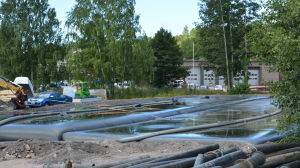 Geosockor fylls med muddermassa i Dalsbruk.