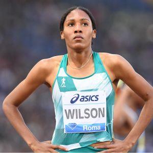 Ajee Wilson på löpbanan.