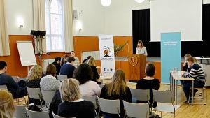 Debattävling i Vasa gymnasiums festsal.